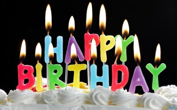 anniversaire-bougies-gâteau-tarte-à-la-crème
