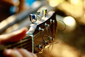 acoustic-guitar-1851512_960_720-300x200